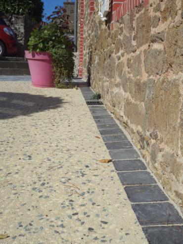 Réalisation d'un béton goulphar compris chainette de pavés en périphérie - Chevallier Paysage