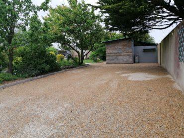Cours en gravillons avec dalles alvéolaires - CHEVALLIER PAYSAGE
