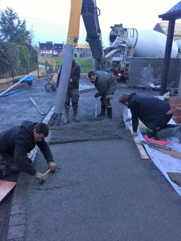 Réalisation d'un béton drainant - Chevallier Paysage