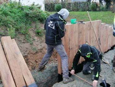 Réalisation d'un mur de soutènement en bois - Languenan -Chevallier Paysage