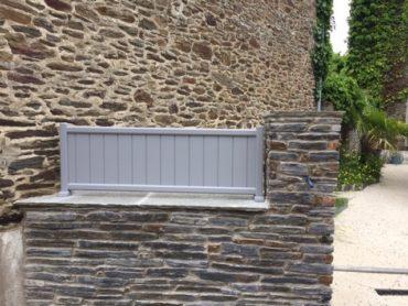 Réalisation d'une clôture en alu sur muret - Chevallier Paysage