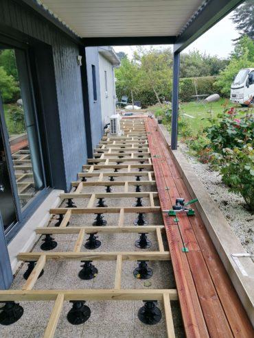 Structure sur plots réglables pour terrasse en lames de bois