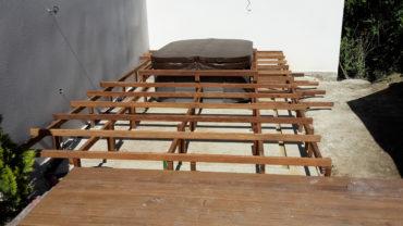 Intégration d'un spa dans la terrasse bois - Chevallier Paysage