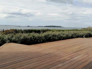 Magnifique chantier vue mer - Terrasse en bois exotique - Chevallier Paysage