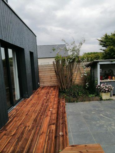 Terrasse en lames de pins traités - CHEVALLIER PAYSAGE