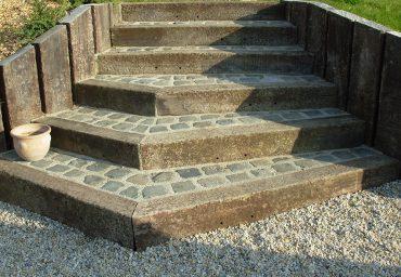 Réalisation d'un escalier en pavage - Chevallier Paysage